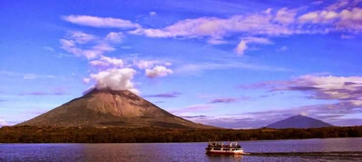 El Canal de Nicaragua pasará a 3 kilómetros del imponente y muy activo Volcán Concepción en la Isla de Ometepe. El estudio de ERM no incluye del todo el problema del los riesgos sísmicos y de erupción volcánica en su lista de los